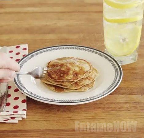 【砂糖も小麦粉も使わない!?】 美味しいシンプルパンケーキのレシピ!!