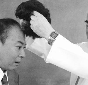 【ハゲ画像あり】豊田真由子議員、隣をハゲおやじにすることでハゲヤジを防止!