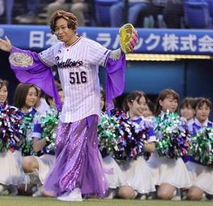 【ノーバン始球式】TOKIOのリーダー、城島茂そっくりさんの女性歌手、島茂子ノーバンなるか・・・!?