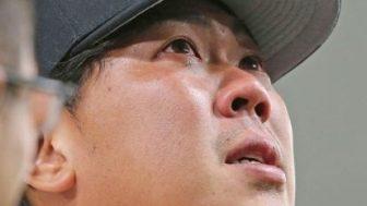 山口俊さんヒーローインタビューで号泣!ジャビットの耳で涙をぬぐう